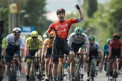 TdH első etap: Bahrain Victorious győzelem