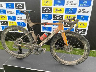 Bicicleta câștigătoare la Paris-Roubaix 2021 – Merida Reacto!